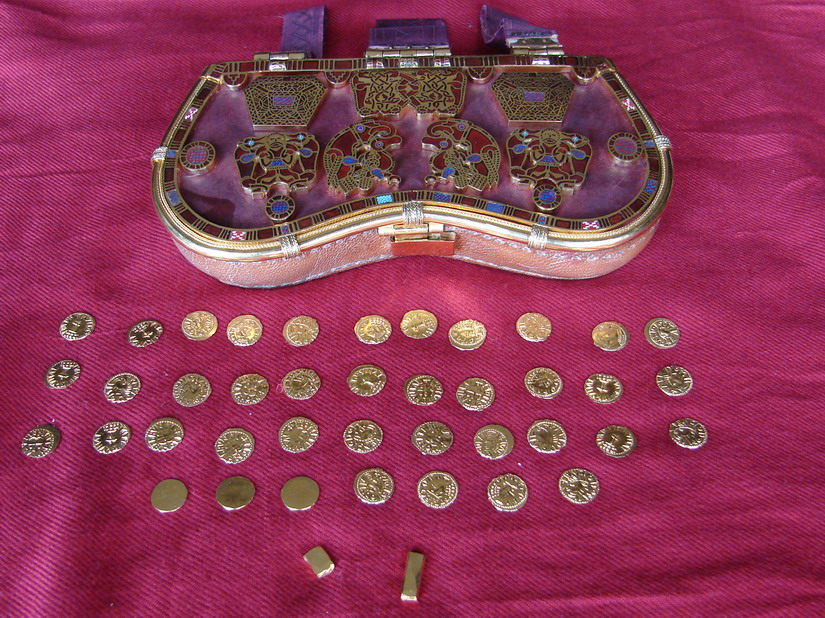 Paul Mortimer's replica of the sporran-purse and gold contents by Dave Roper / Ganderwick Creations (© Sam Newton 16th May 2009)